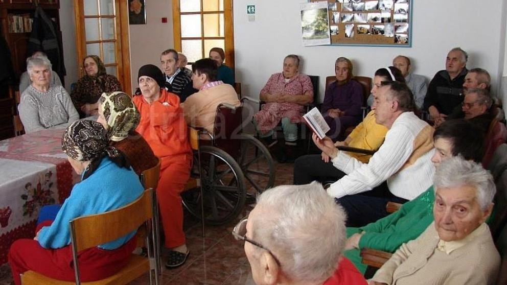 Îi ocrotim pe bătrânii bolnavi și uitați de rude, care nu se pot îngriji singuri